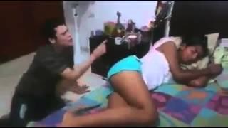 getlinkyoutube.com-Mujer se tira un pedo en la cara de su pretendient