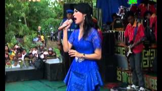 getlinkyoutube.com-Iis Dahlia Feat Sri Avista Live Show Kedokan Gabus