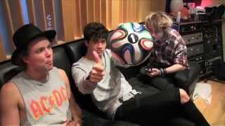 getlinkyoutube.com-5 Seconds Of Summer featuring Scott Mills -- Hearts Upon Our Sleeve