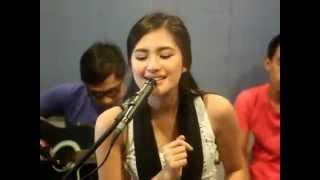 getlinkyoutube.com-フィリピン人女性の歌唱力がヽ〔゚Д゚〕丿(2)