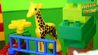 getlinkyoutube.com-Lego Duplo Zoo animals for children & toddlers toys movies videos cars
