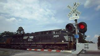 getlinkyoutube.com-Norfolk Southern & CSX Power Move Coal Train Through Folkston GA