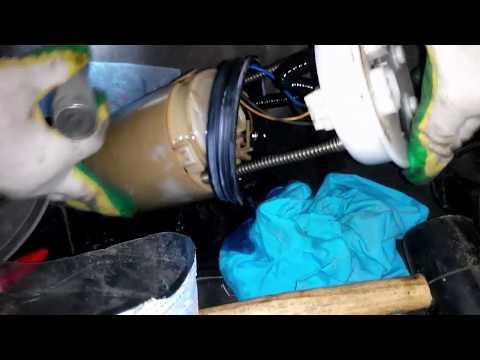 Ух ничего себе. Замена топливного фильтра в баке. (Honda CR-V 2002-2006) (Replacing the fuel filter)