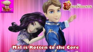 getlinkyoutube.com-Mal is Rotten to the Core - Part 1- Rotten To the Core Descendants Disney