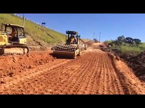 Trabajando con Tractor de Esteras (Rueda Baja) y con Rodillo Compactador (Pata de Cabra)