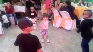 getlinkyoutube.com-Niños bailando regeton