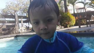Rayhan Renang underwater @Ayam Resto width=