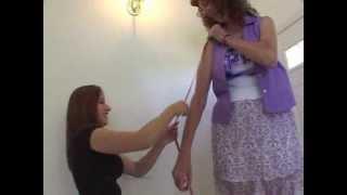 getlinkyoutube.com-Tall Kat Entertains Her little Friend 1
