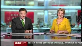 getlinkyoutube.com-BBC Weatherman Caught Giving Middle Finger on Stage
