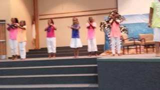 getlinkyoutube.com-Little girls praise dance - When Jesus Says Yes