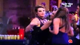 getlinkyoutube.com-BBB11 - Diana e Natália - Festa Vampiro pt3