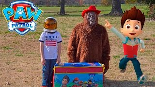 getlinkyoutube.com-Little Heroes + Paw Patrol Surprise Treasure Chest with Big Foot Surprise Video
