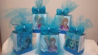 getlinkyoutube.com-Como fazer caixa lembrancinha do Frozen , com tule e caixa de leite .