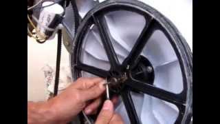 getlinkyoutube.com-Manutenção caseira - reparo tanquinho Latina Safira remoção de objeto no interior