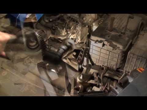 Замена рабочего цилиндра сцепления Skoda Octavia A5 A5 clutch slave cylinder replacement