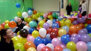 getlinkyoutube.com-The Balloonery - 2500 balloons - best office prank balloon room