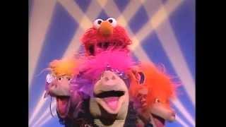 getlinkyoutube.com-Sesame Street - This Little Piggy By Elmo & The Oinker sisters