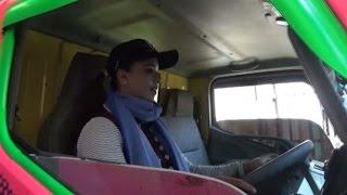 Kisah Syarifah Supir Dam Truk Perempuan
