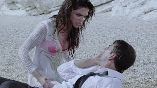 Hot Deepika Padukone kissing on a beach - Housefull width=