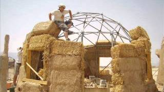 getlinkyoutube.com-#5 How to Build a Geodesic Strawbale Dome - Placing the Bales