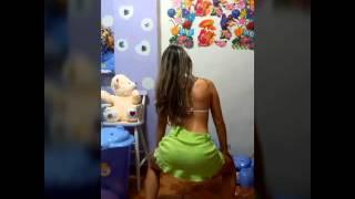 """getlinkyoutube.com-Andressa """"bate com a bunda na vara"""" mc liviinho"""