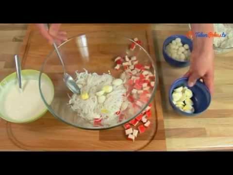Sałatka z makaronem ryżowym i surimi