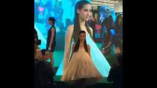 getlinkyoutube.com-Yaya Urassaya เดินแบบงาน ZEN The Art of Beauty Event 2014
