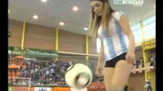 getlinkyoutube.com-Fiorella Castillo haciendo jueguitos en la Copa America de Futsal 2011