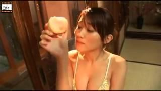 getlinkyoutube.com-Mikie Hara (原幹恵) 和室で魅せる浴衣&ビキニ姿のセクシー映像