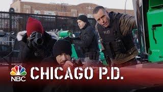getlinkyoutube.com-Chicago PD - Hostage Crisis (Episode Highlight)