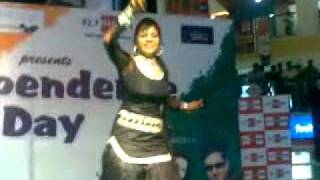 getlinkyoutube.com-cute dancer in  Mall Patiala Recorded By Sahib Dhillon Arno.mp4