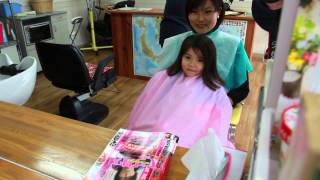 getlinkyoutube.com-Victoria's First Haircut (Victoria's Primeiro Corte de Cabelo)