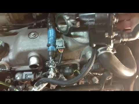 Форд транзит Коннект устраняем течь масла с вакуумного усилителя тормозов..и течи тосола термостата