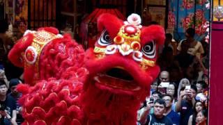 getlinkyoutube.com-CNY2017  Acrobatic Lion Dance (múa lân 高樁舞獅 ) by Kwong Ngai @ Mid Valley (7/1/17) 4K UHD