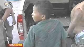getlinkyoutube.com-Menino de 12 anos preso por assalto a mao armada (o bicho é bravo)