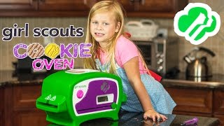 getlinkyoutube.com-GIRL SCOUT COOKIE OVEN The Assistant Makes Girl Scout Cookies Toys Video Unboxing