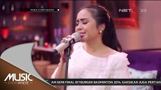 getlinkyoutube.com-Gita Gutawa - Somebody That I Used To Kno - Gotye Cover (Live at Music Everywhere) *