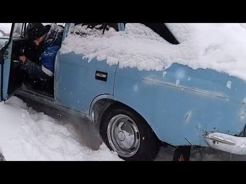 ИЖ комби застрял в снегу?. Как выехать из снега на заднем приводе. простые способы.