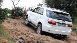 getlinkyoutube.com-Toyota Fortuner vs Land Rover Discovery LR3 vs Volkswagen Amarok vs Toyota Prado at De Wildt.avi