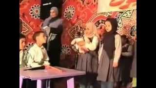 مسرحية(حنان الام)ونشيدعن الام حفلة الحضانة2004
