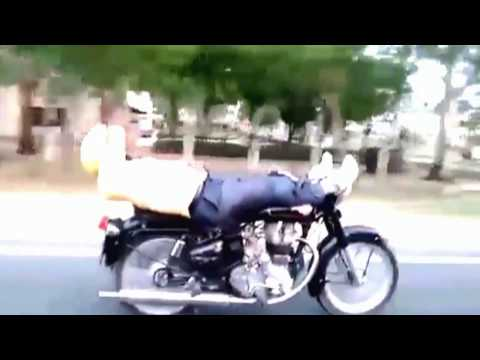 Dangerous Stunt by Indian Biker on National Highway (with Live Traffic) (1080p HD)