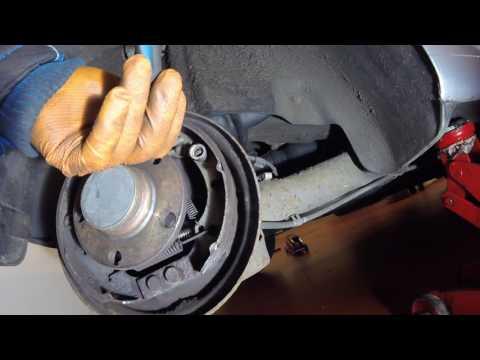 Где находится задние тормозные колодки в VAZ 2107