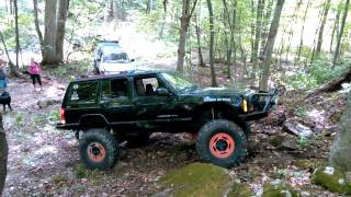 getlinkyoutube.com-ROCK CRAWLING HILL BLACK JEEP CHEROKEE