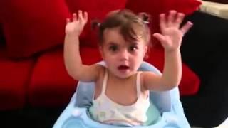 getlinkyoutube.com-تحب صوت ابوها لم يغني بس لما يسكت