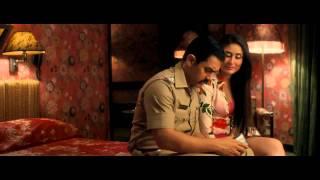 getlinkyoutube.com-Kareena Kapoor Thunder Thigh Show - Talaash HD
