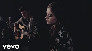 getlinkyoutube.com-Shawn Mendes & Hailee Steinfeld - Stitches ft. Hailee Steinfeld