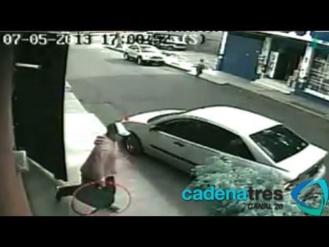 Captutan a 2 delincuentes por asalto en Tláhuac (Cámaras de seguridad captan atraco a pareja)