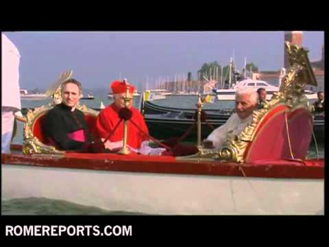 Pope enjoys gondola ride in Venice