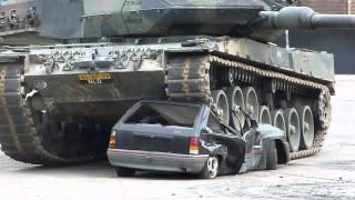 getlinkyoutube.com-auto overeden door tank (HARD!!!)