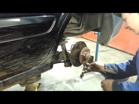 Замена задних тормозных колодок Nissan Almera